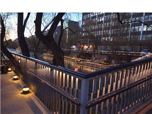 夕阳下的护城河