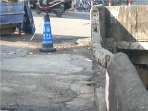 高州:市区引鉴河东方市场段桥边防护栏损毁,存在极大的安全隐患!