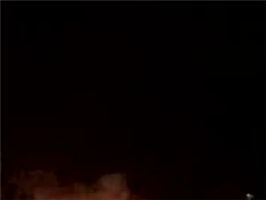 高州昨夜这里垃圾堆起火,红红火光透亮夜空