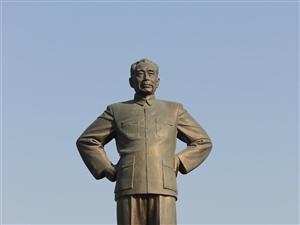 江苏淮安:周总理铜像!
