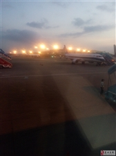 白云机场候机登机瞬间