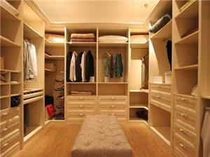 封闭式衣帽间是个相对封闭独立的空间,封闭式衣帽间的防尘方法