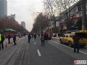突发!汉中人民路一变压器着火!