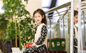 蒙��y座小模特王�妍