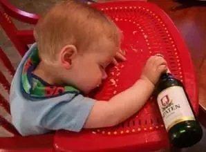 化州家�L注意!�z小孩喝�@��一死一�V呆!竟是因�檫@些�|西