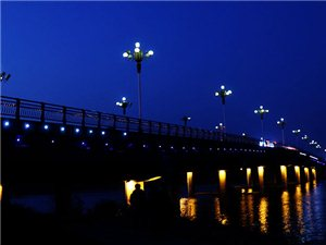 你见过凌晨4点钟的临泉吗?@临泉街头发生的这一幕……