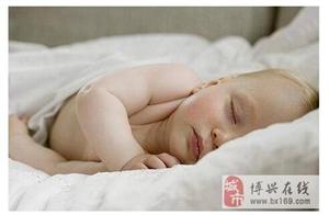 宝宝睡觉不盖被子,是不是他真的不冷
