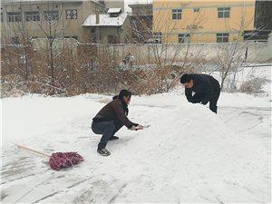 2018年1月25日,雪,如约而至。堆雪人啦。