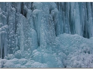 虎牙冰瀑,世界级的冰瀑奇观,冰封雪盖、玉树琼花,魅力万千(组图)
