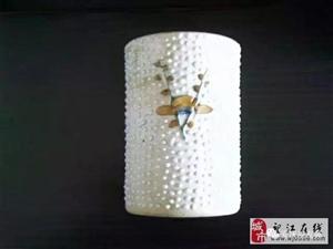 清代中晚期粉彩珍珠釉帖塑梅花笔筒赏析