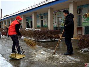 """江口""""真诚户外""""志愿者为养老院扫雪除冰"""