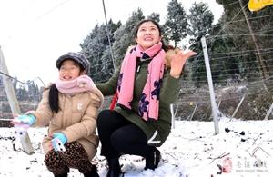 笑声荡在冬雪岭【苍溪孙 权摄影】