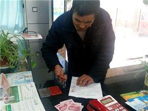 在春节即将来临之际,九江路社区计生工作人员慰问计生特别扶助家庭