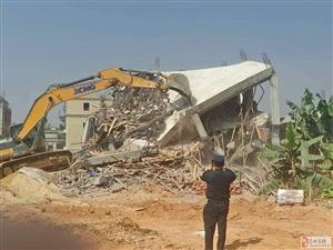 高州多部门联合开展拆除违章建筑大行动