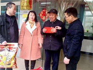广汉市雒城镇党委领导李统刚一行到九江路社区看望慰问辖区军转干代表