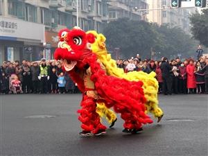 大年初一,广汉街头在爪子?龙灯舞起来、秧歌儿扭起来~嗨起来三(组图二)