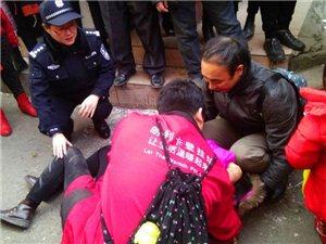 蓬溪一女子突发癫痫危及生命,执勤民警这样施救!