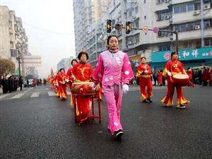 【广汉春节・正月初一巡游】大年初一耍龙灯,红红火火迎新年(组图一)
