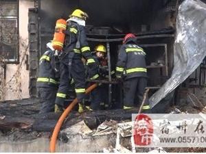 自建铁皮房莫名起火 消防官兵及时扑救