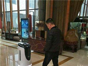 伊水湾大酒店有一只会卖萌的酒店智能服务机器人�D�D小伊