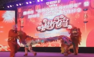 腾冲五合乡选送的传统民间表演艺术《双狮麒麟闹元宵》亮相腾冲元宵灯会