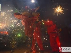 """【网络中国节・元宵】泸州烧龙灯、打铁花 传统民俗在""""年味""""中传承"""