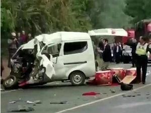 宜宾婚礼摄像师发生严重车祸,长宁中医院抢救...
