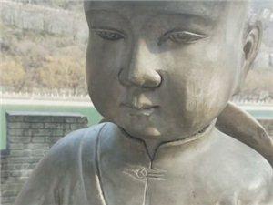 澳门大小点网址师徒徒步西藏第四十九天!这小雕塑脸上的是啥啊?