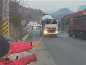 澳门大小点网址师徒徒步西藏第五十二天!七盘关他们为啥竖起大拇指?