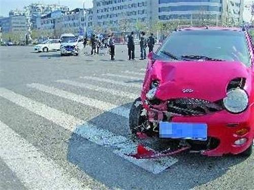 孝义男子酒驾把车开了个跟着……