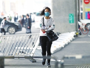 昨日郑州瞬时风力达到8~9级!风力有多强?就像开车挂五挡