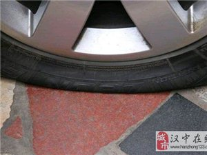 老姐做生意,车一直在外面放着,前天晚上发现右边前后两个轮胎