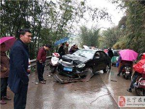 长宁龙窝桥砖厂旁发生车祸