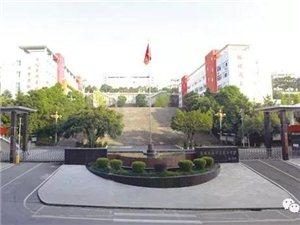 """重庆日报这样报道了我县这所学校――城乡学生搭上优质教育""""快车"""""""
