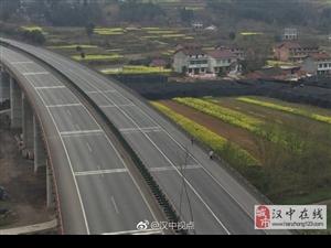 汉中宁强:高速公路上走人,这操作厉害了!