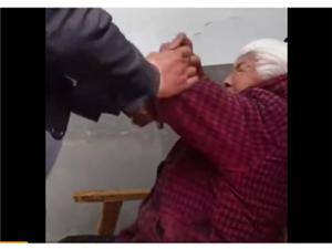 湖南澧县男子殴打白发老人;警方:正在调查取证