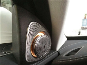 奔驰18款C200改柏林之声音响三色氛围灯旋转高音头舒适进入