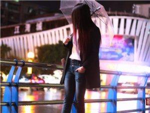 巴人广场苏夜景