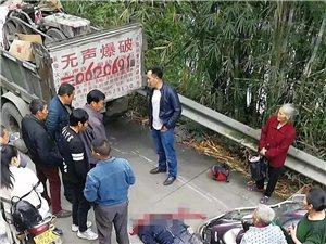 悲剧!宜宾一货车倒车时撞上电瓶车,1人当场死亡,地上全是血!