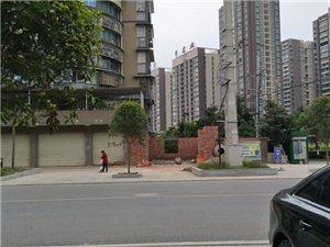 广汉市西外狮堰小区,占用绿化地修建的铺面,不知道这个算不算违章建筑?