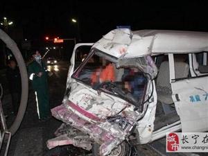 水泥罐车与面包车相撞致一死一伤