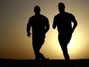 山西一对夫妇纪念结婚30周年跑了640公里