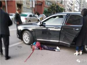 今日早晨巴中城一小学生被车撞现场不敢看!!
