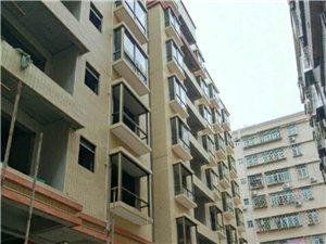 售新城区东方名源酒店旁步梯房4房122.3平方售414720元