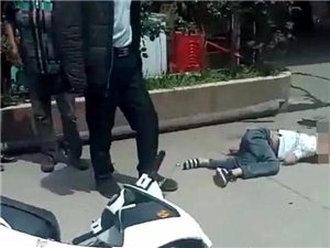 宜宾母子俩骑电瓶车发生车祸,妈妈抢救无效死亡!