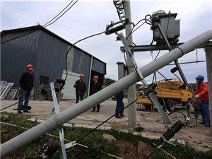 雷暴雨风突袭巴中致40万用户停电 千余抢修队员在一线