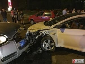 蓬溪一轿车和皮卡车对撞 现场惨烈!