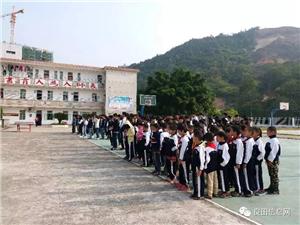 揭西县良田中学举行学生安全教育宣誓仪式和签字活动