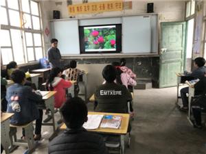 从江加鸠:加翁小学开展防误食野果中毒主题班会