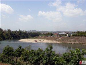 酉水东岸新景观 好吃好玩柳水滩